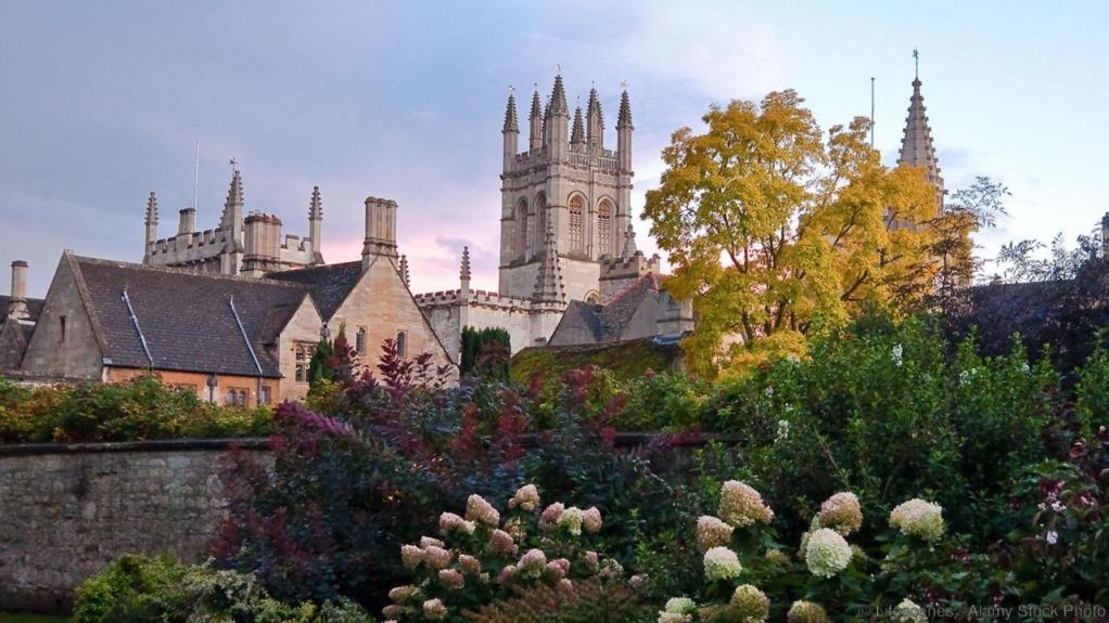 C22RME Nice image of Magdelen College in Oxford