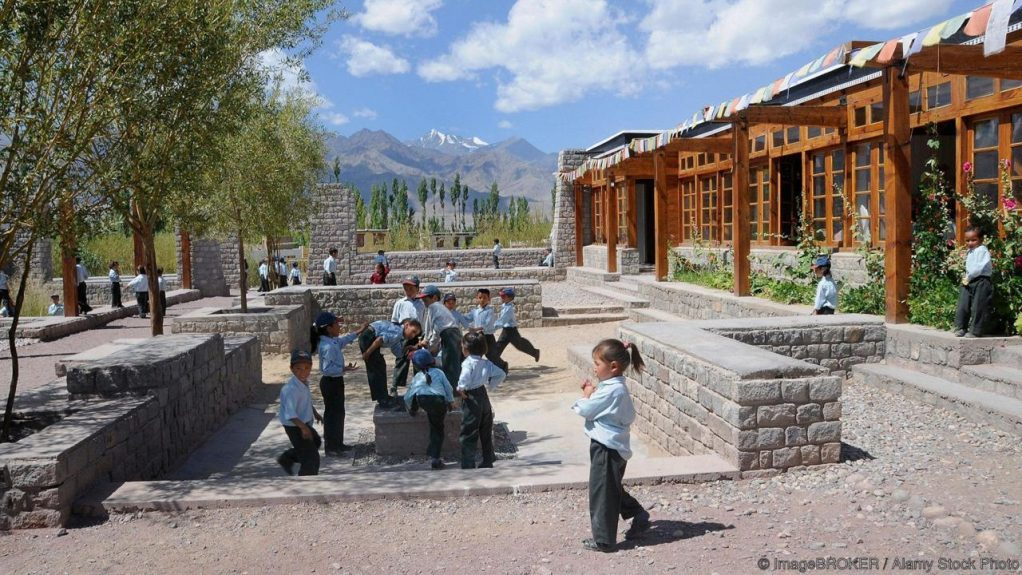 BE63PA Elementary school children in the modern playground of the private-religious Druk White Lotus School, Shey, Ladakh, India